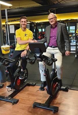 Wethouder Bas ten Have bij Fitnessclub Monnickendam