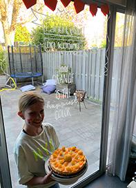 kinderburgemeester met taart