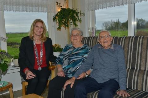 Echtpaar Ploeger met burgemeester Kroon