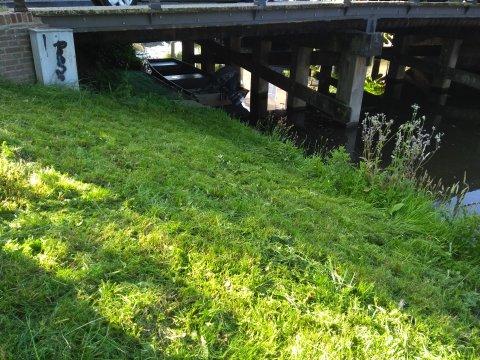 Foto van het bootje onder de Kloosterbrug